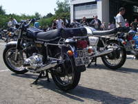 2 Norton 850 Commandos